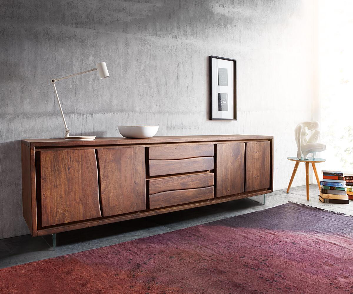 DELIFE Lowboard Live-Edge 200 cm Akazie Braun 4 Türen 2 Schübe Glasbeine, Fernsehtische, Baumkantenmöbel, Massivholzmöbel, Massivholz, Baumkante, Wolf Live Edge