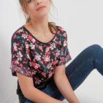 Kurzarmshirt mit Blumen-Muster