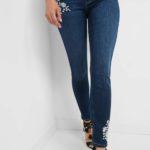 Jeans mit Schmuckdetails