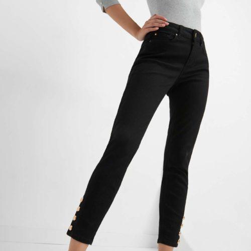 Jeans mit Knöpfen