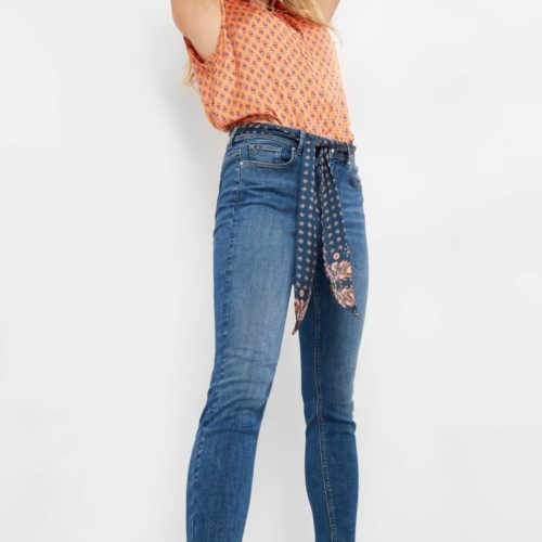 Ankle Jeans mit Gürtelschal