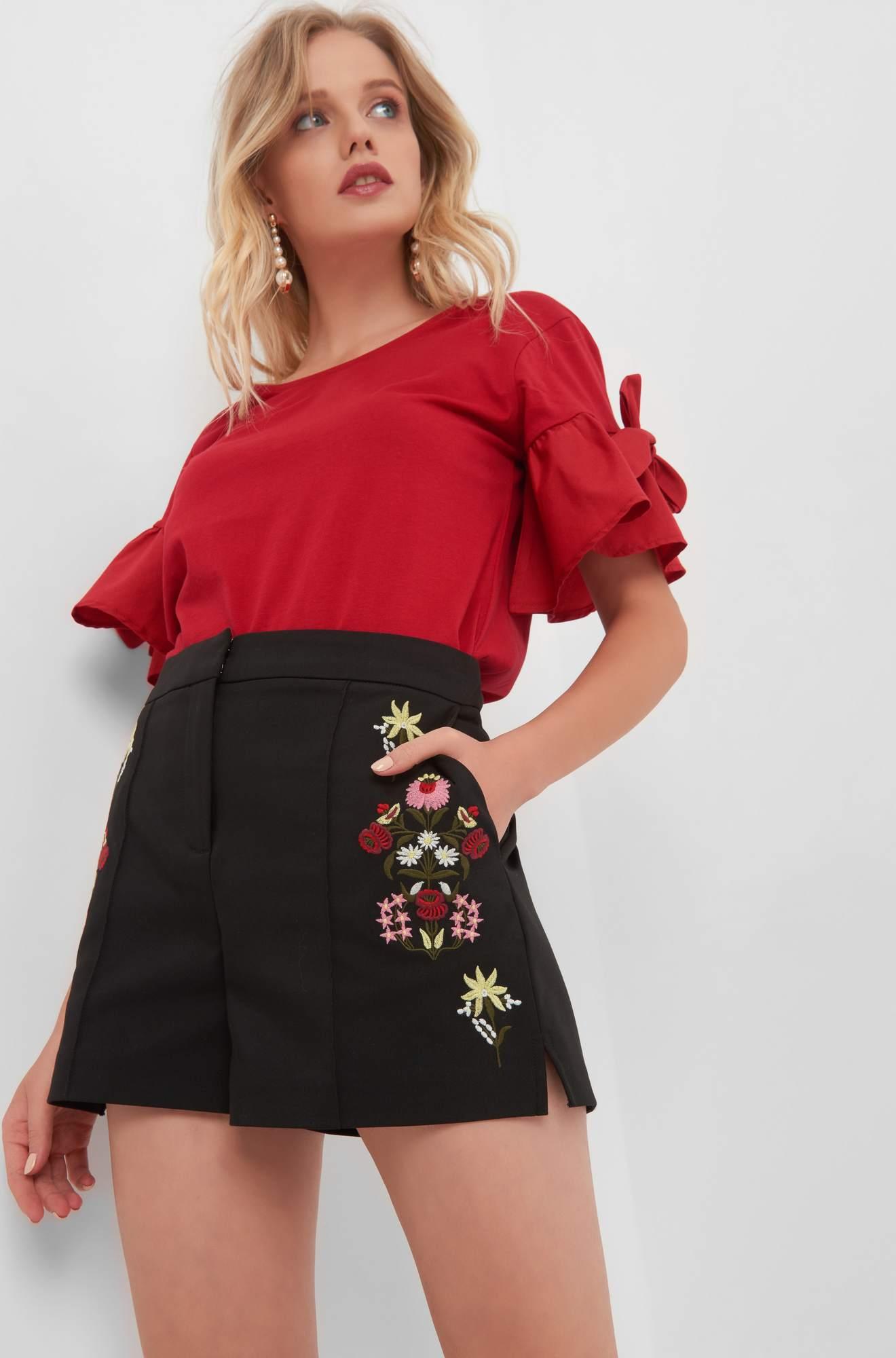 Kurze Hosen mit Blumen-Stickerei