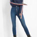 Jeans mit Knopfverschluss