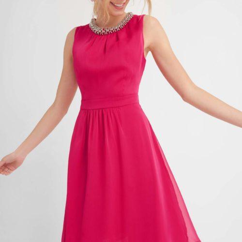 Luftiges Kleid mit Perlenverzierung