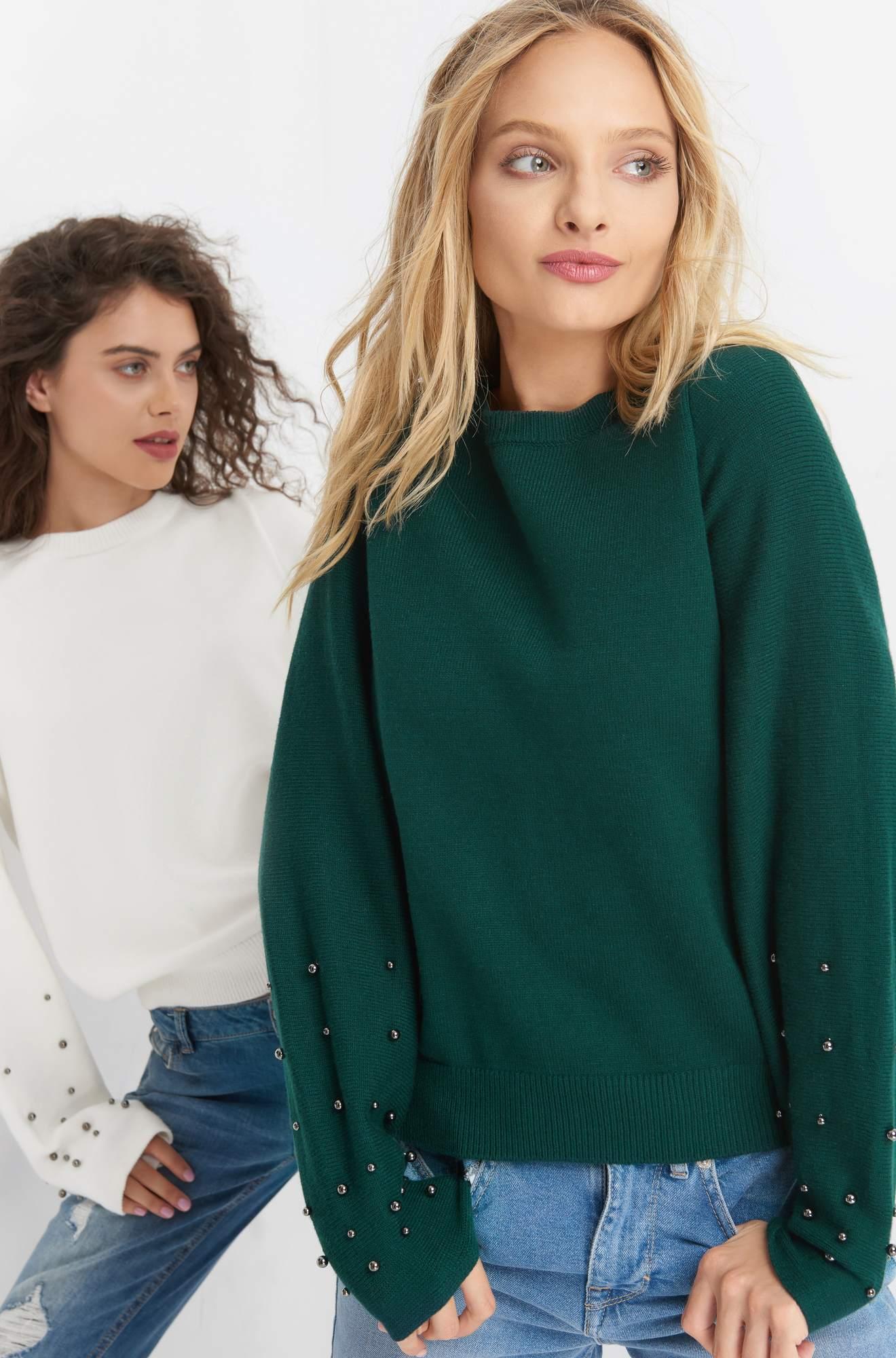 Pullover mit Perlenverzierung