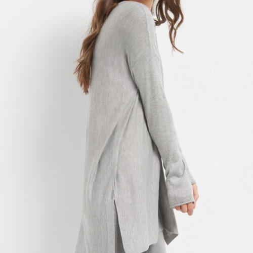 Pulloverkleid mit Schlitz