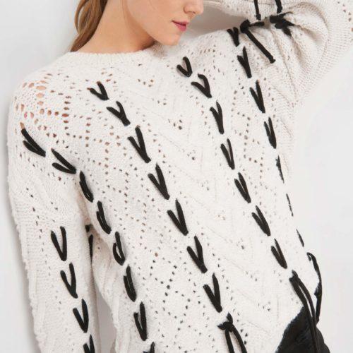 Pullover mit Flechtdetails