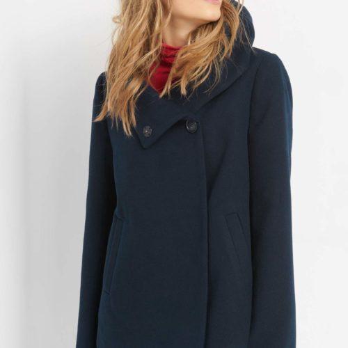 Kurzer Mantel mit Kapuze