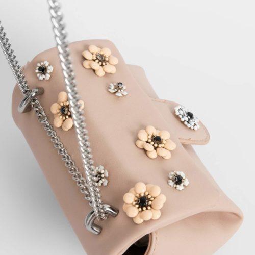 Kleine Handtasche mit Blumen