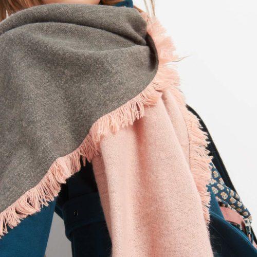Eleganter Schal mit Fransen