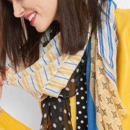 Luftiger Schal mit Muster-Mix